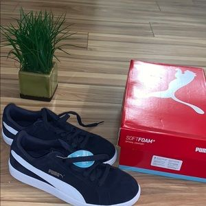 Puma Men's 9.5 sneaker; brand new
